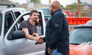 Iraq Veteran Walks 4 Miles to Work Every Day—so Kansas Charity Gifts Him Refurbished Car