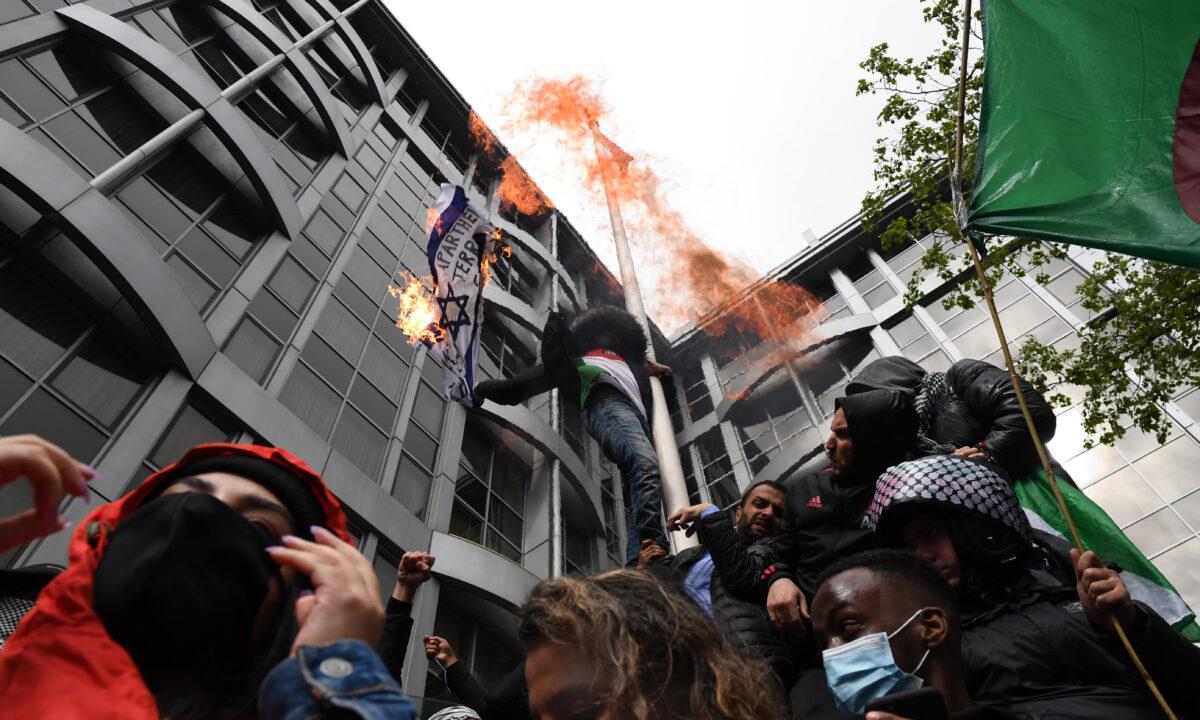 Protesters burn Israeli flag London
