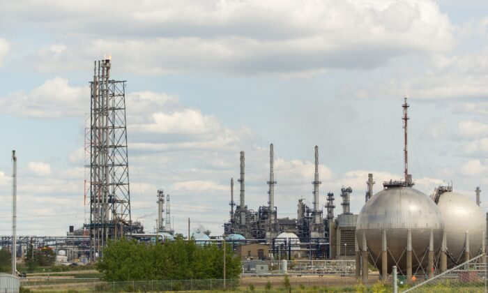 Suncor's refinery in Edmonton in a file photo. (Geoff Robins/AFP via Getty Images)