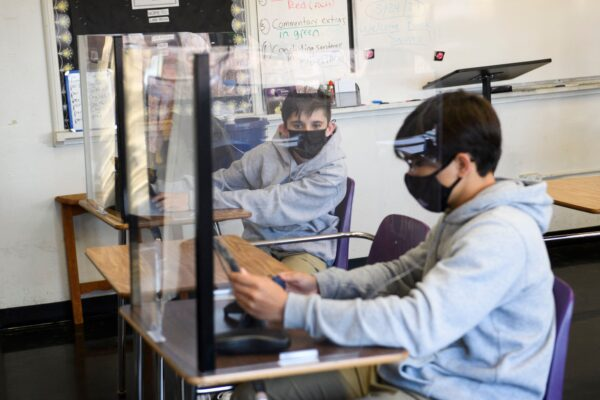 students-wear-mask