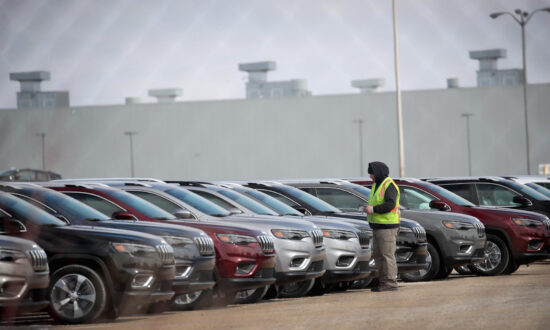 Illinois Jeep Cherokee Factory to Cut Over 1,600 Jobs Amid Global Chip Shortage