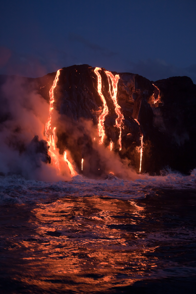 Hot,Lava,Stream,Is,Flowing,Into,The,Ocean.,Hawaii,,Big