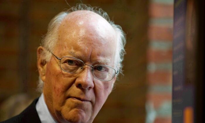 Ret. justice John H. Gomery attends a news conference in Montreal in this August 10, 2009 photo. Gomery, the judge who led a public inquiry that helped sink a federal government, has died at age 88. (Graham Hughes/The Canadian Press)