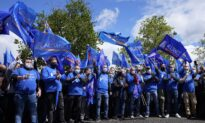 Angry French Police Hold Huge, Emotional Rally at Parliament