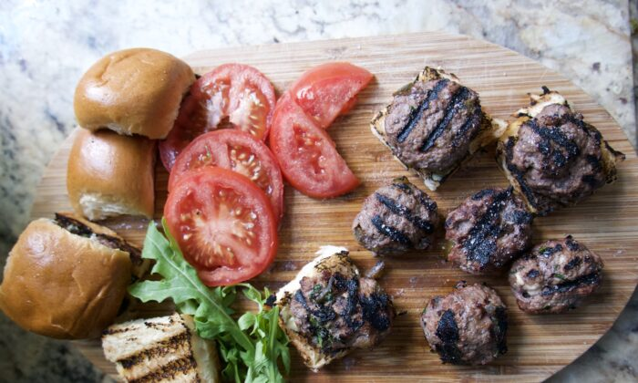 Chopped pickled jalapeños give these beef patties some punch. (Victoria de la Maza)