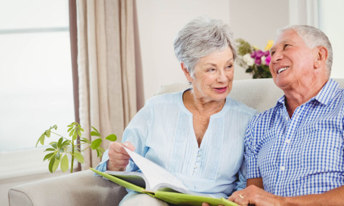 The topic of Social Security spousal benefits can be confusing. (wavebreakmedia/Shutterstock)