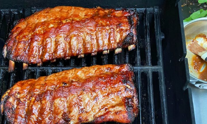 A simple spice rub drives in more flavor to these ribs, which get a final baste and garnish with a smoky chipotle-laced barbecue sauce. (Lynda Balslev for Tastefood)