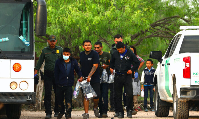 Border Patrol apprehends illegal immigrants at Penitas, Texas, on May 10, 2021. (Charlotte Cuthbertson/The Epoch Times)