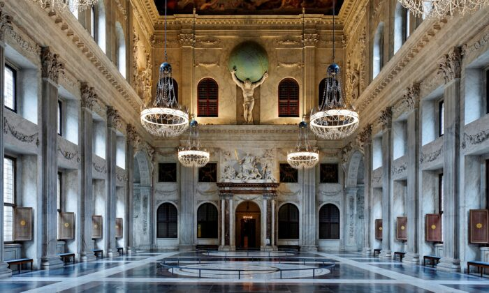 The Citizens Hall at the heart of the Royal Palace of Amsterdam serves to orient people in the world, the galaxy, and the universe. (Koninklijk Paleis Amsterdam)