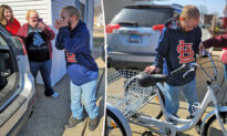 Man With Rare Genetic Disease Gets His 3-Wheeled Bike Stolen—Then Kind Stranger Steps In to Help