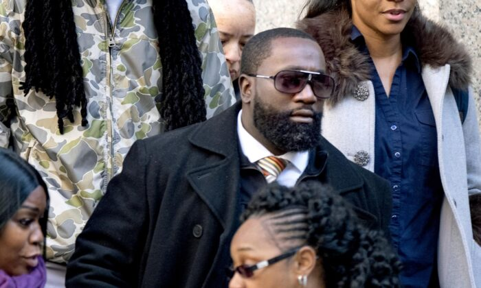 Michael Thomas, a federal jail guard responsible for monitoring Jeffrey Epstein the night he killed himself, leaves federal court in New York on Nov. 25, 2019. (Craig Ruttle/AP Photo)