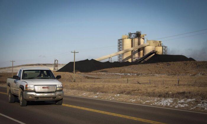 A conveyor belt transports coal at the Westmoreland Coal Company's Sheerness Mine near Hanna, Alta., on Dec. 13, 2016. (Jeff McIntosh/The Canadian Press)