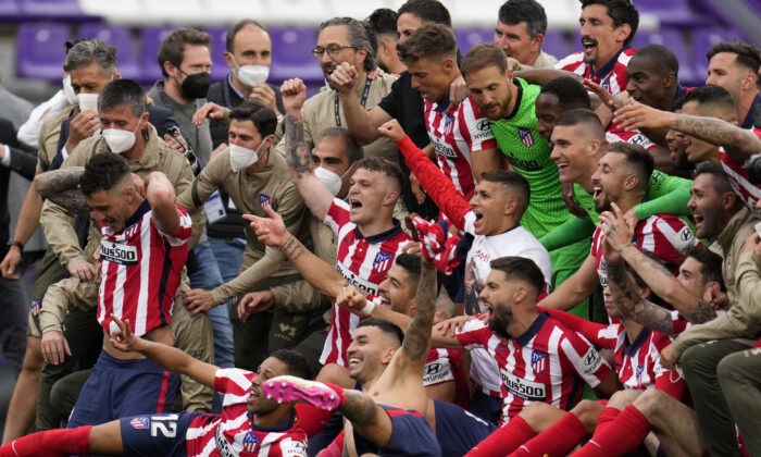 Atletico Madrid players celebrate at the end of the Spanish La Liga soccer match between Atletico Madrid and Valladolid at the Jose Zorrilla stadium in Valladolid, Spain, on May 22, 2021. (Manu Fernandez/AP Photo)