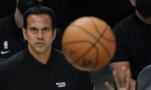 NBA: Vaccinated Head Coaches Can Go Without Masks for Games