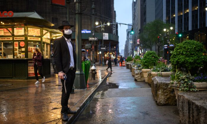 A Jewish man stands on a street in Manhattan, New York, on May 5, 2021. (Ed Jones/AFP via Getty Images)