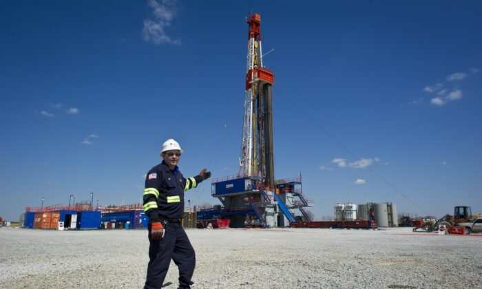 A horizontal gas drilling rig exploring the Marcellus Shale outside the town of Waynesburg, Penn., on April 13, 2012. (Mladen Antonov/AFP via Getty Images)