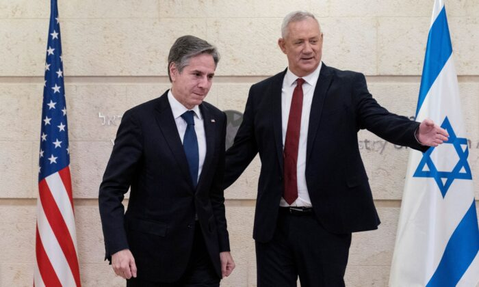 U.S. Secretary of State Antony Blinken and Defense Minister Benny Gantz move to take their seats before their meeting at the Ministry of Foreign Affairs, in Jerusalem on May 25, 2021. (Alex Brandon/Pool via Reuters)