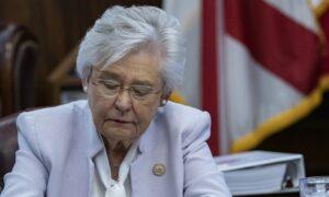 Iowa, Alabama Governors Sign Laws Banning Vaccine Passports