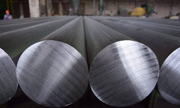 Aluminium rods in a production facility. (rualuminas from Pixabay)