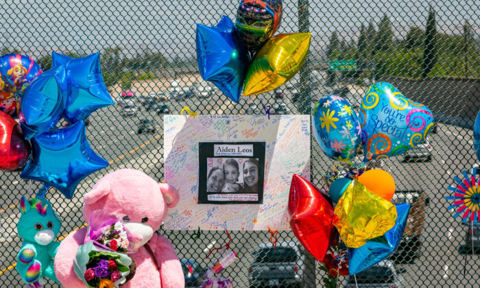 A tribute for six-year-old road rage victim Aiden Leos is displayed on the Walnut bridge overpass above the 55 Freeway in Orange, Calif., on May 24, 2021. (John Fredricks/The Epoch Times)