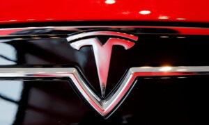 Tesla Doubles Down on Camera-Based Autopilot Amid Growing Scrutiny