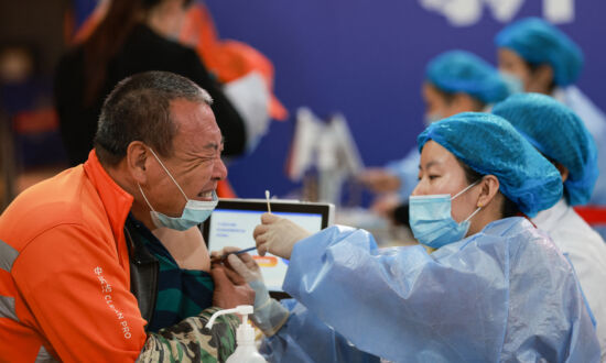 Fully Vaccinated Chinese Workers Test Positive for COVID-19 in Southern Shenzhen City
