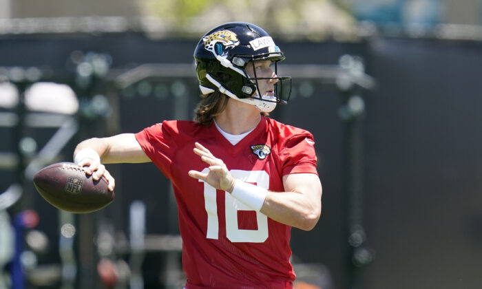 Jacksonville Jaguars quarterback Trevor Lawrence looks for a receiver during an NFL football rookie minicamp, in Jacksonville, Fla., on May 15, 2021. (John Raoux/AP Photo)