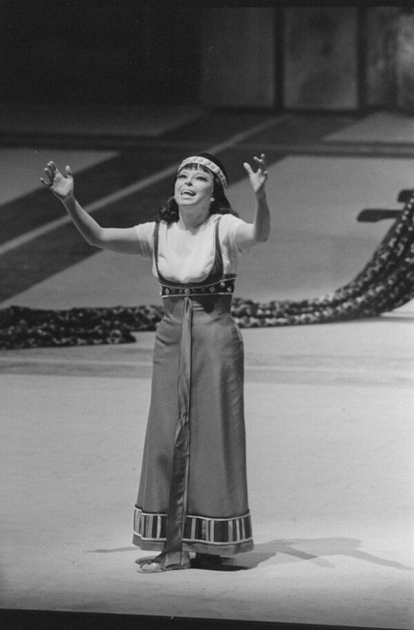 Sylvia Geszty as Cleopatra