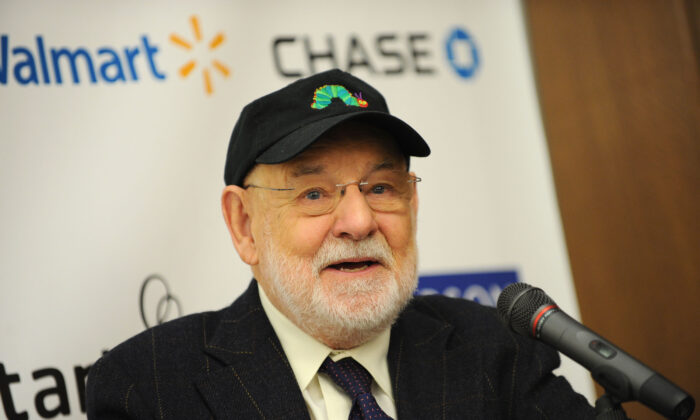 """Author Eric Carle attends Jumpstart's """"Read for the Record"""" at The New York Public Library in New York City, N.Y., on Oct. 8, 2009. (Jason Kempin/Getty Images for Jumpstart)"""
