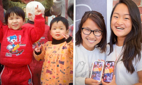 2 College Students Meet by Chance on Bus, Discover They Once Lived in Same Orphanage in China