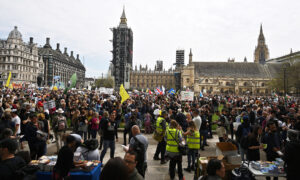 Thousands March in London Against CCP Virus Lockdowns, Vaccine Passport