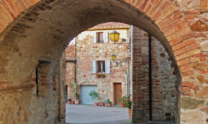 The entrance to tiny Murlo is typical of medieval villages in Tuscany. (Courtesy of Victor Block)