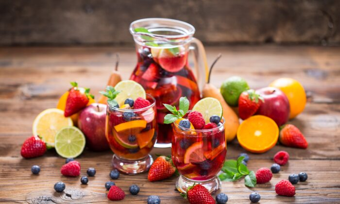 Quercetin is found in berries, citrus fruits, grapes, and more. (pilipphoto/Shutterstock)