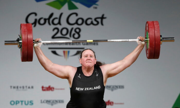 Laurel Hubbard of New Zealand competes in Women's +90 kilogram Final at the 2018 Commonwealth Games in Gold Coast, Australia on April 9, 2018. (Paul Childs/Reuters)