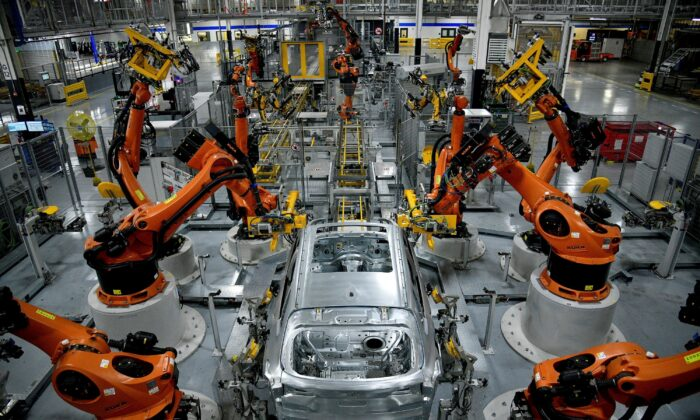 Autonomous robots assemble an X model SUV at the BMW manufacturing facility in Greer, S.C., on Nov. 4, 2019.  (Charles Mostoller/Reuters File Photo)