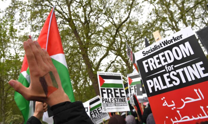 Protesters attend a rally to express solidarity with Palestine at Marble Arch in London, England, on May 15, 2021. (Chris J. Ratcliffe/Getty Images)