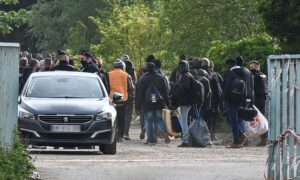 French Police Dismantle Migrant Camp Housing Hundreds in Calais