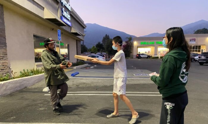 A homeless man (Left) received a pizza from a resident in Arcadia, Calif. on June 3, 2021. ( Courtesy of Michelle Wu)
