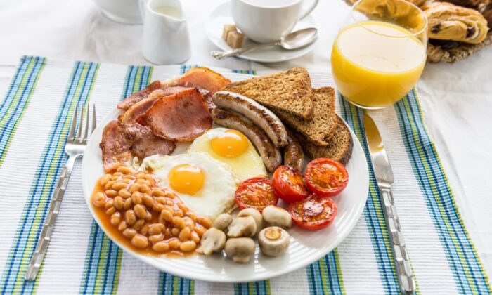 Though the components vary—and are often hotly debated—the English breakfast is considered one of the UK's greatest culinary traditions. (Anna Mente/shutterstock)