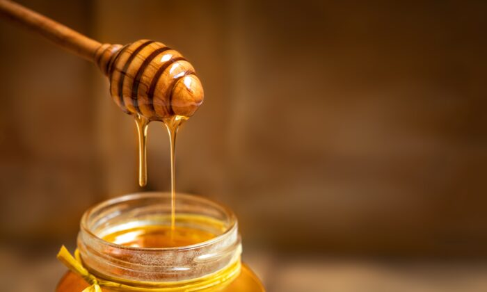Long-term consumption of honey might positively affect the metabolic consequences of Type 1 diabetes. (Natali Zakharova/Shutterstock)