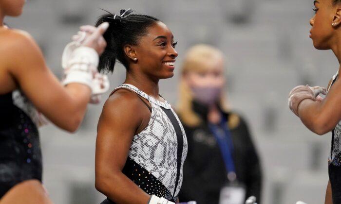 Simone Biles talks with teammates during warmups before the U.S. Gymnastics Championships in Fort Worth, Texas on Jun. 6, 2021. (AP Photo/Tony Gutierrez)