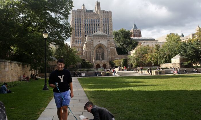 Students walk through Yale University in New Haven, Conn., on Sept. 27, 2018. (Yana Paskova/Getty Images)