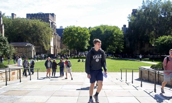 Students walk through the campus of Yale University in New Haven, Conn., on Sept. 27, 2018. (Yana Paskova/Getty Images)