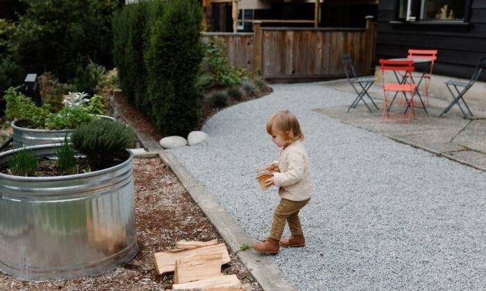 Mulching around garden plants prevents weeds and keeps your soil moist.(Tatiana Syrikova/Pexels)