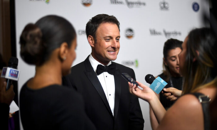 Host Chris Harrison is interviewed on the red carpet of Boardwalk Hall before the 96th Miss America Pageant in Atlantic City, N.J., on Sept. 11, 2016. (Mark Makela/Reuters)