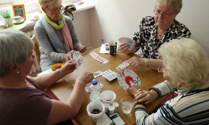 Elderly women play a cards game of rummy at the Mireille Mathieu senior citizens' center in Berlin, Germany, on Sept. 20, 2017. (Sean Gallup/Getty Images)