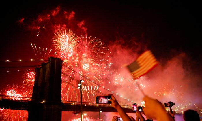 People watch the Macy's 4th of July Firework Show over the Brooklyn Bridge in New York, U.S., July 4, 2019. (Eduardo Munoz/Reuters)