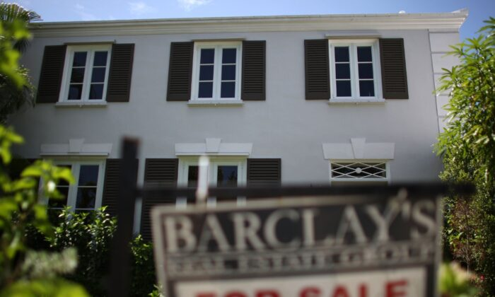 A For Sale sign is displayed in front of a home in Miami, Fla., on Aug. 10, 2007. (Joe Raedle/Getty Images)