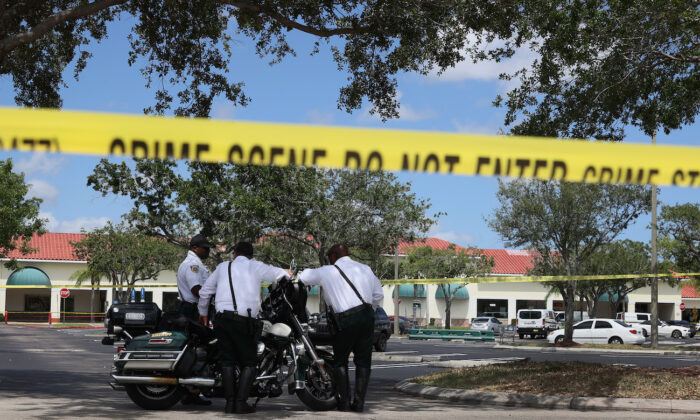 Palm Beach County Sheriff's officers stand outside of a Publix supermarket in Royal Palm Beach, Florida, on June 10, 2021. (Joe Raedle/Getty Images)