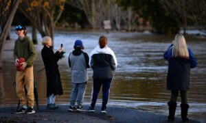 Thousands of Victorian Residents Without Phone or Power